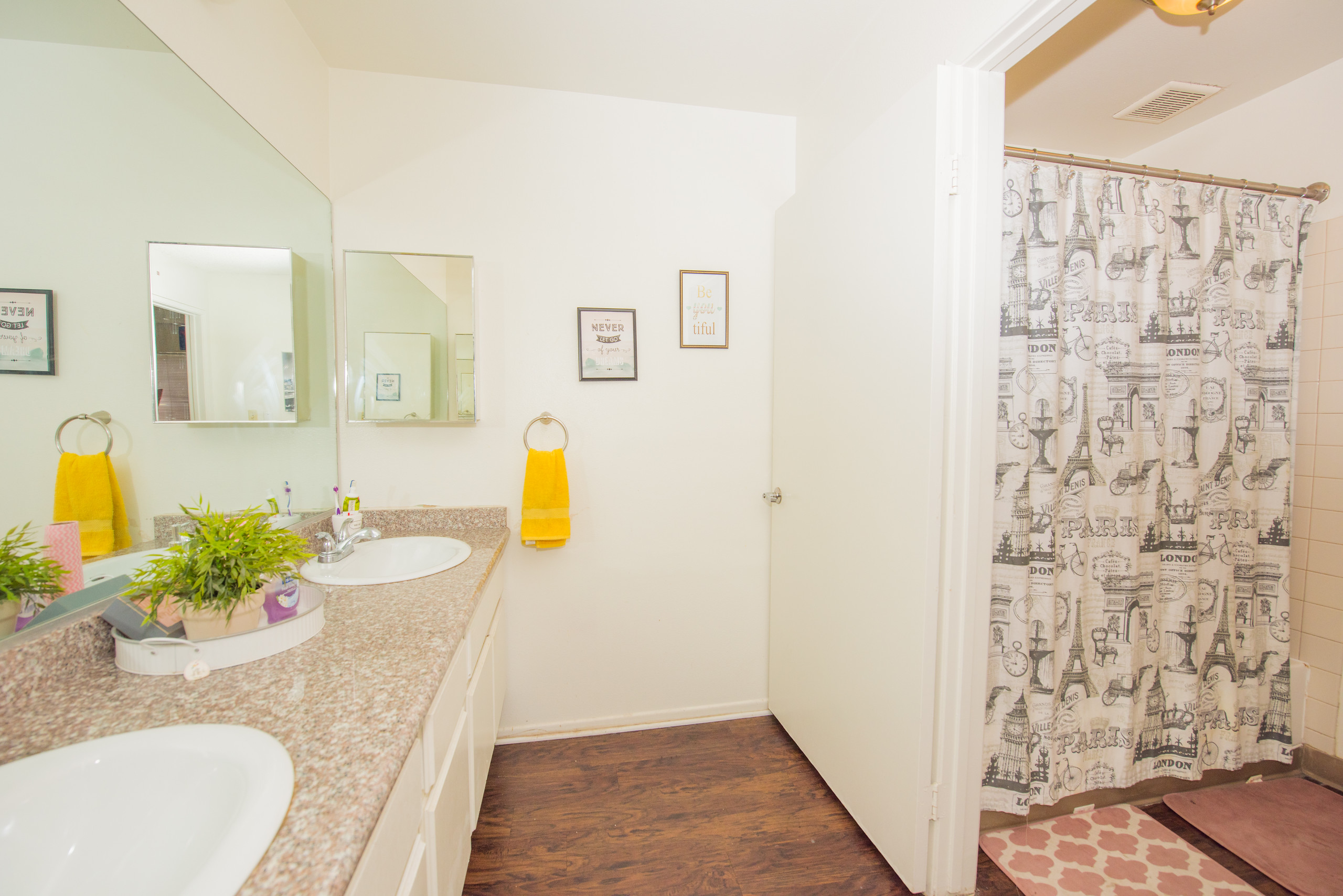 csudh-housing-apartment-bathroom-2